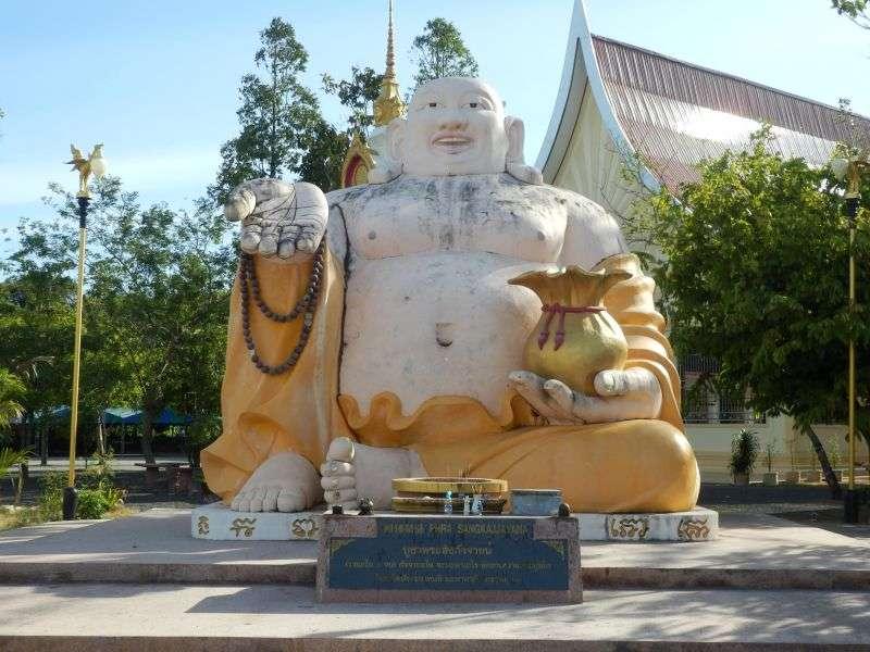 ist das schon die Statue...ne ist ein Buddha